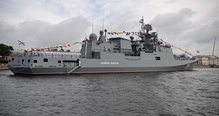 Défilé naval dans les eaux de la Neva consacré au Jour de la marine russe