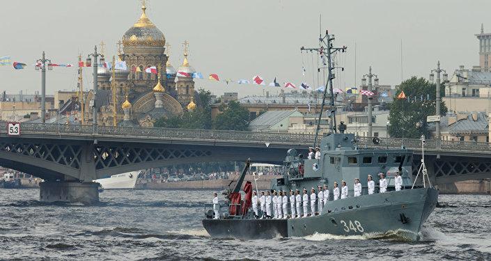 Défilé naval à Saint-Pétersbourg