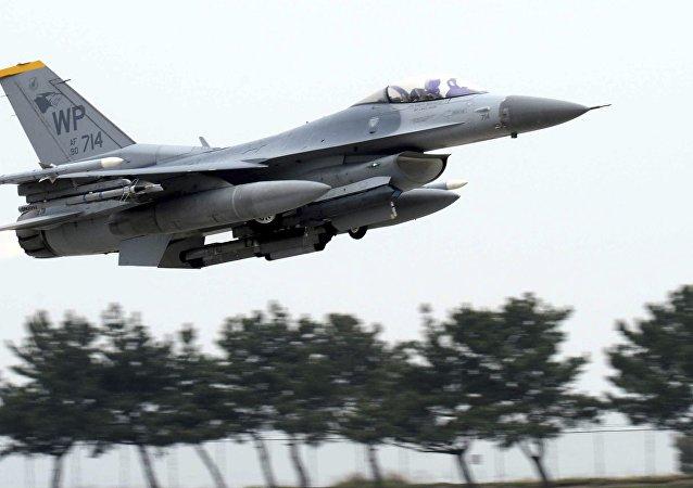 Un F-16 de l'US Air Force