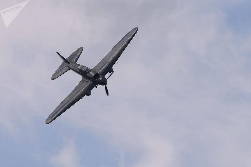 Un avion d'attaque soviétique de l'époque de la Grande Guerre patriotique Iliouchine Il-2