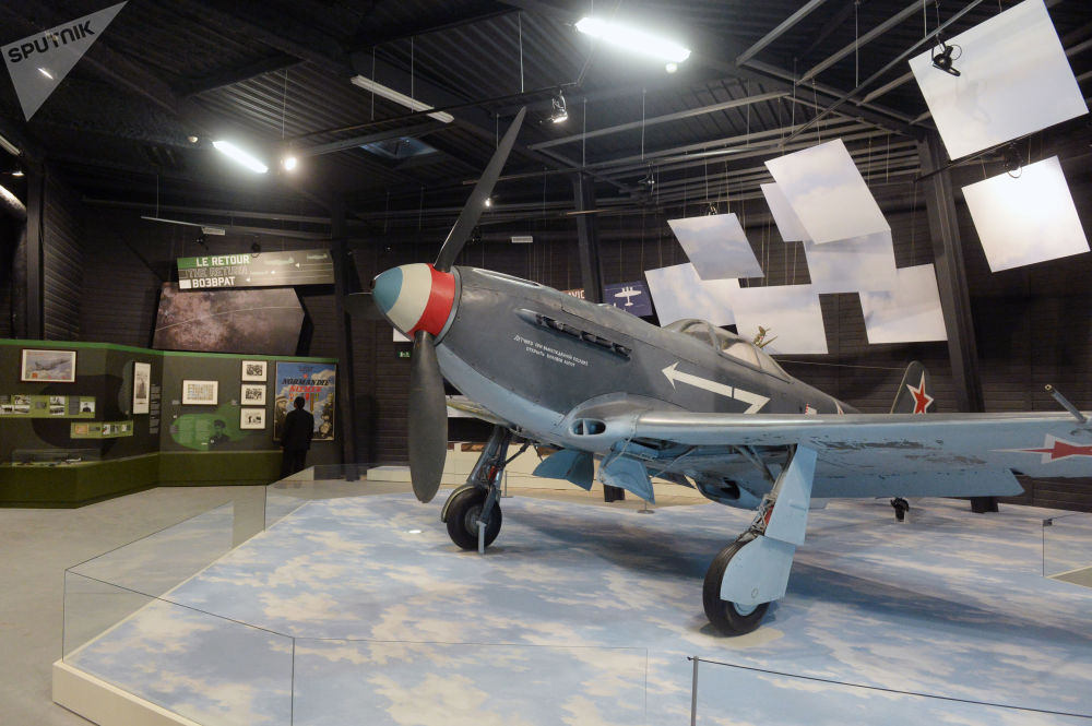 Un chasseur-bombardier soviétique Yakovlev Yak-9