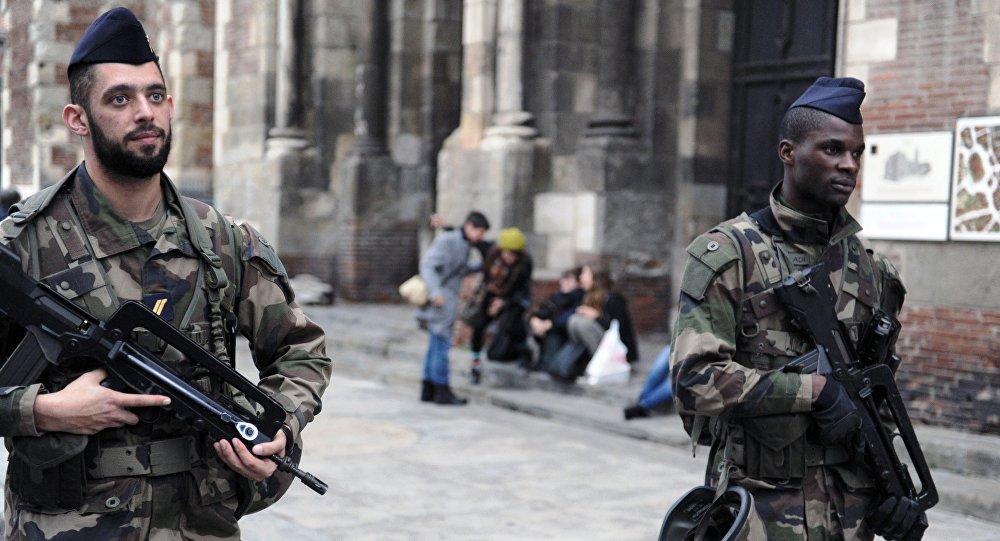 Des soldats de l'opération Sentinelle en France
