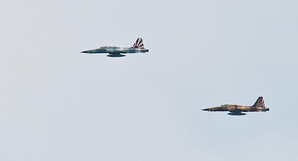 Des avions de chasse F-5
