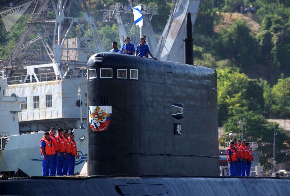 La cérémonie de réception du sous-marin diesel Krasnodar à Sébastopol