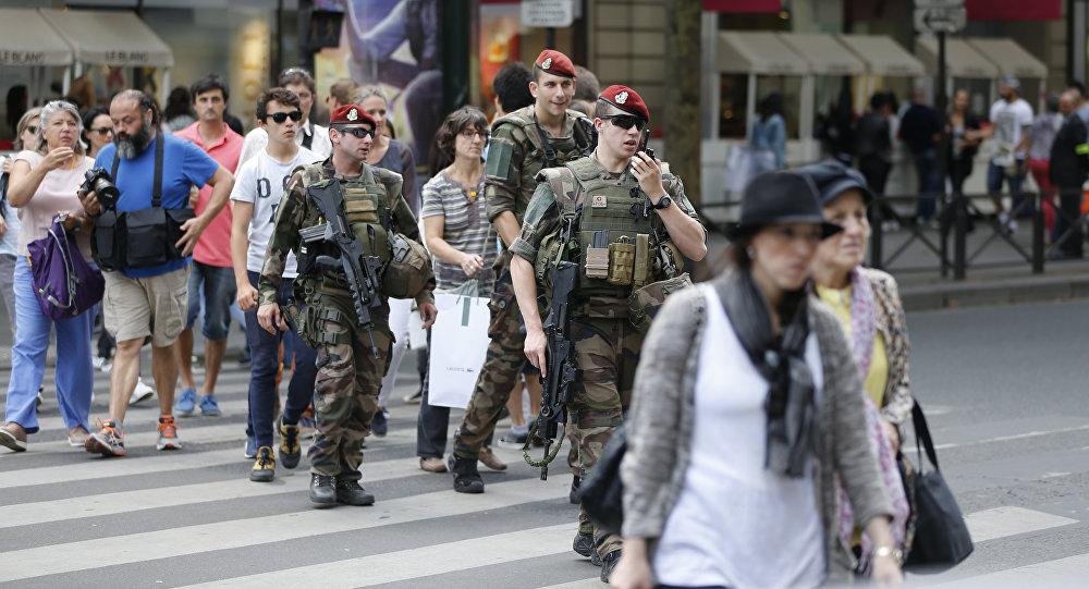 Des soldats de l'opération Sentinelle à Paris