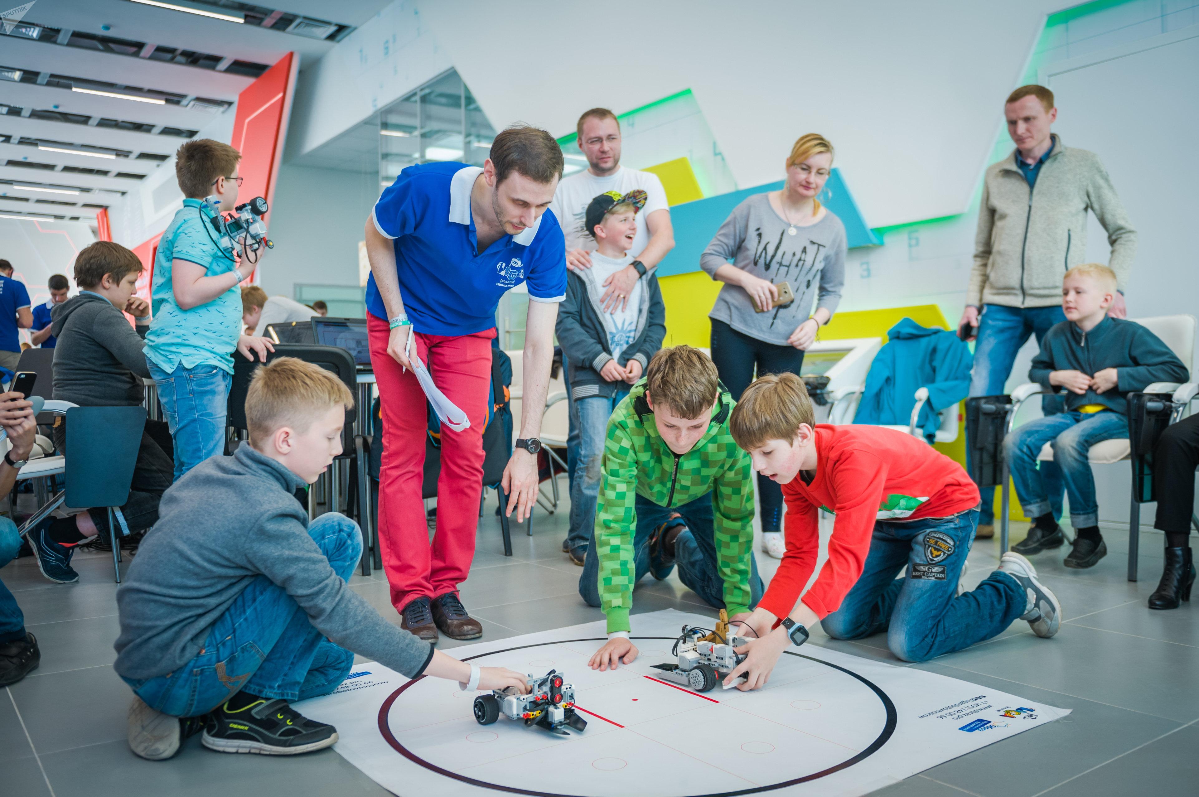 Les élèves de «Liga Robotov»