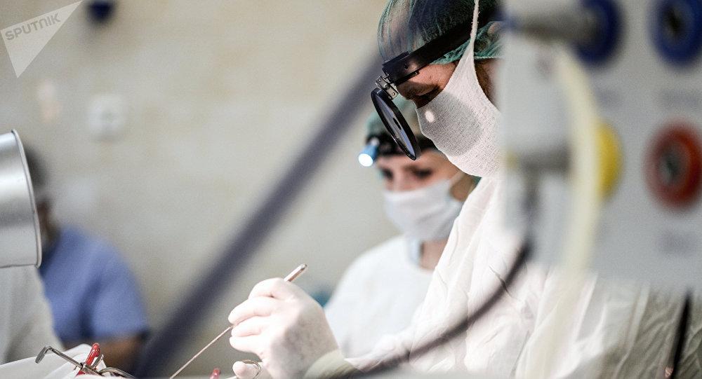 des chirurgiens