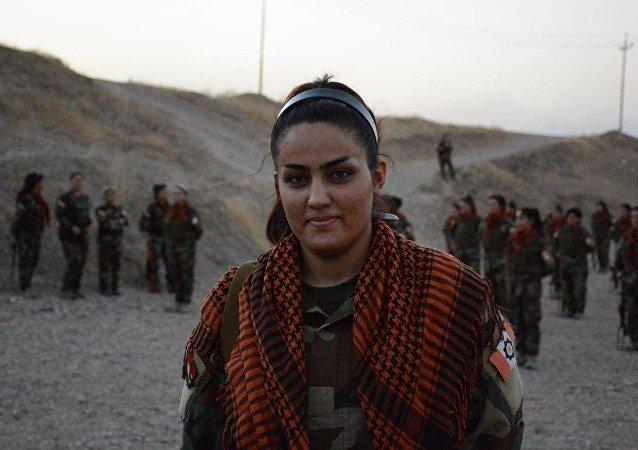 Une soldate kurde