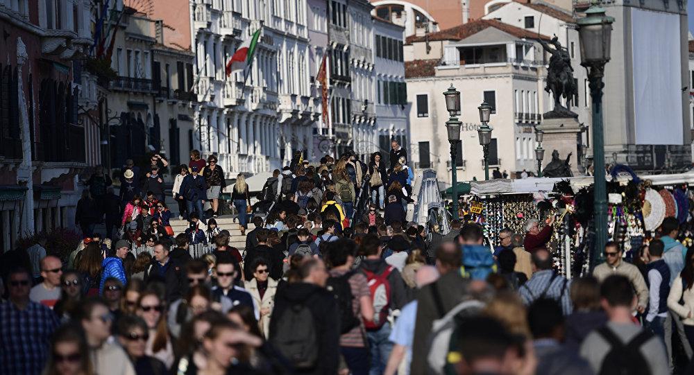 De venise barcelone la grogne monte contre les touristes sputnik france - Office de tourisme de barcelone en france ...