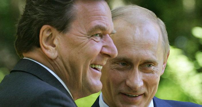 Vladimir Poutine et Gerhard Schröder. Archive photo