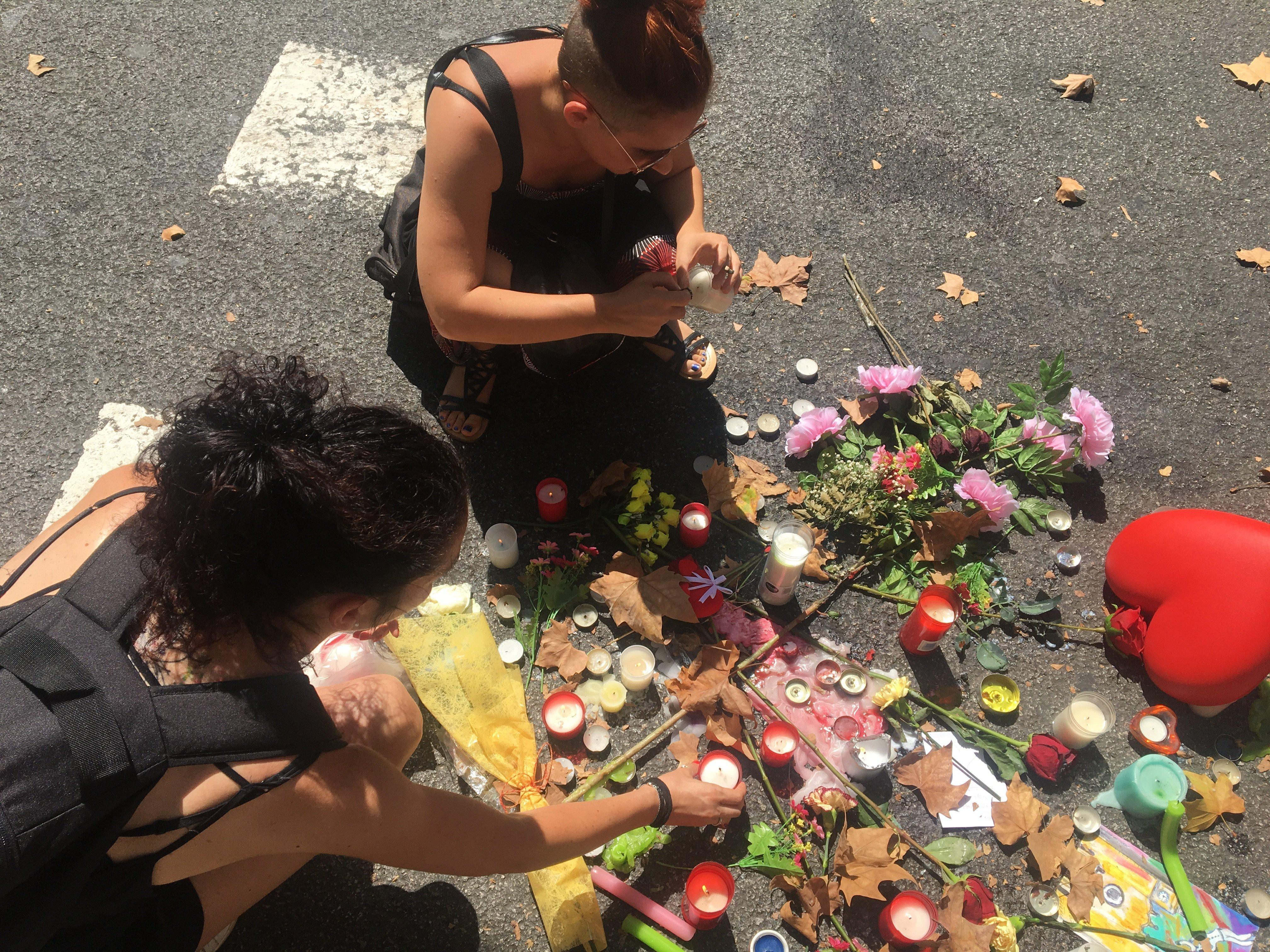 Bougies en hommage aux victimes de l'attentat de Barcelone