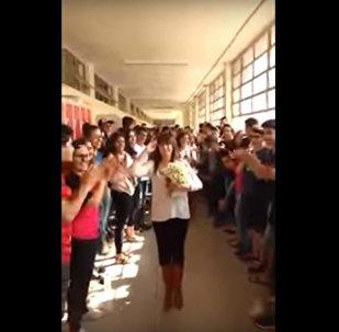Voila comment on dit adieu à son enseignante préférée!
