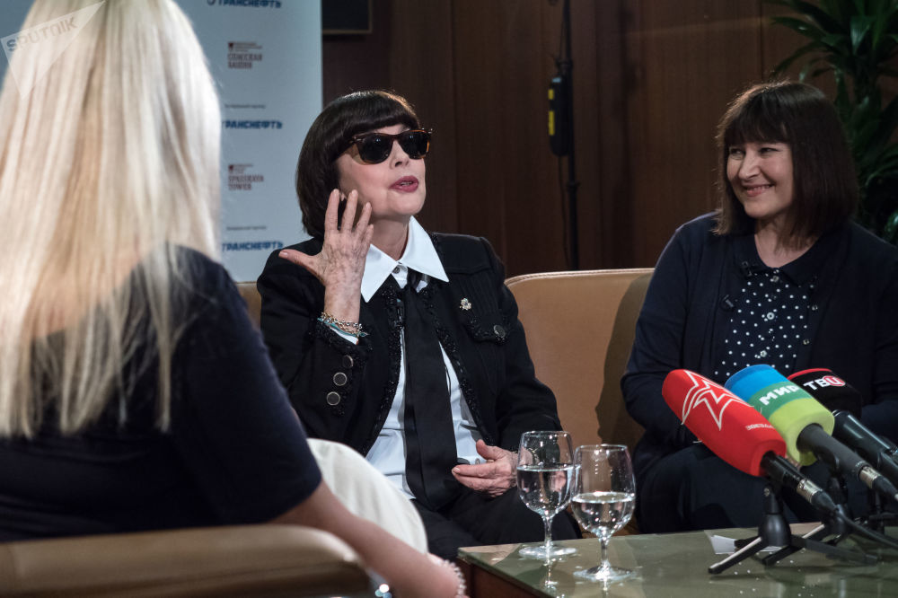 Mireille Mathieu est arrivée au festival Tour Spasskaïa