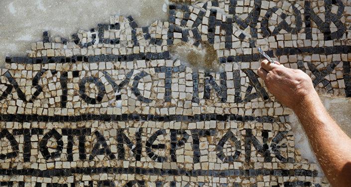 À Jérusalem, des archéologues découvrent une mosaïque vieille de 1.500 ans