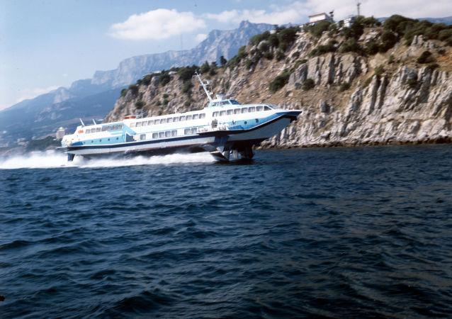 L'histoire des hydroptères, ces «bateaux volants» hyper-rapides