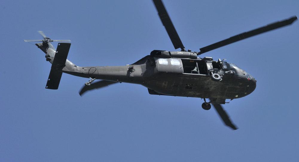 Un hélicoptère US Black Hawk