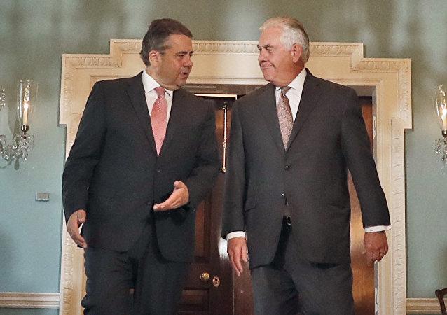 Sigmar Gabriel et Rex Tillerson à Washington. Archive photo
