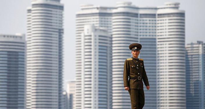 Un soldat nord-coréen à Pyongyang