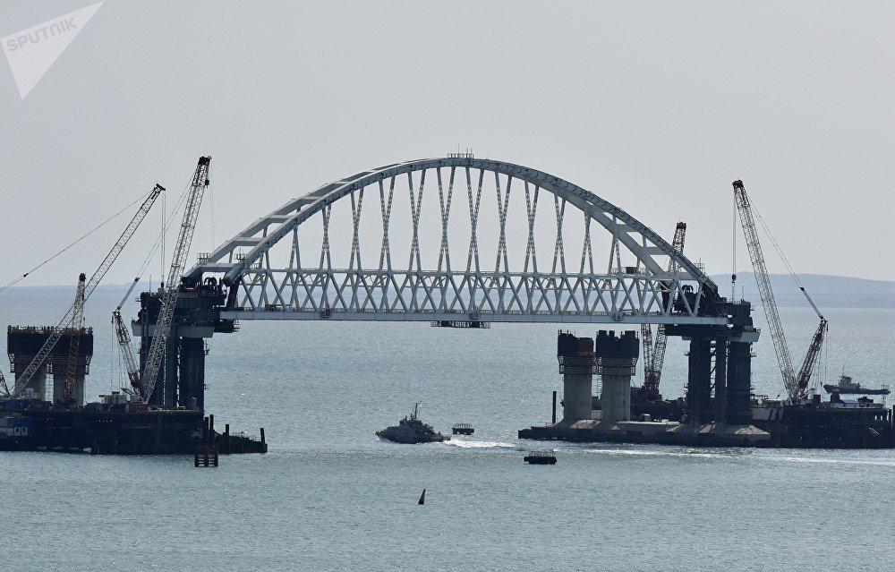 La construction du pont sur le détroit de Kertch en Crimée