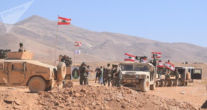 Sputnik avec l'armée libanaise dans les hauteurs libérées à la frontière syrienne