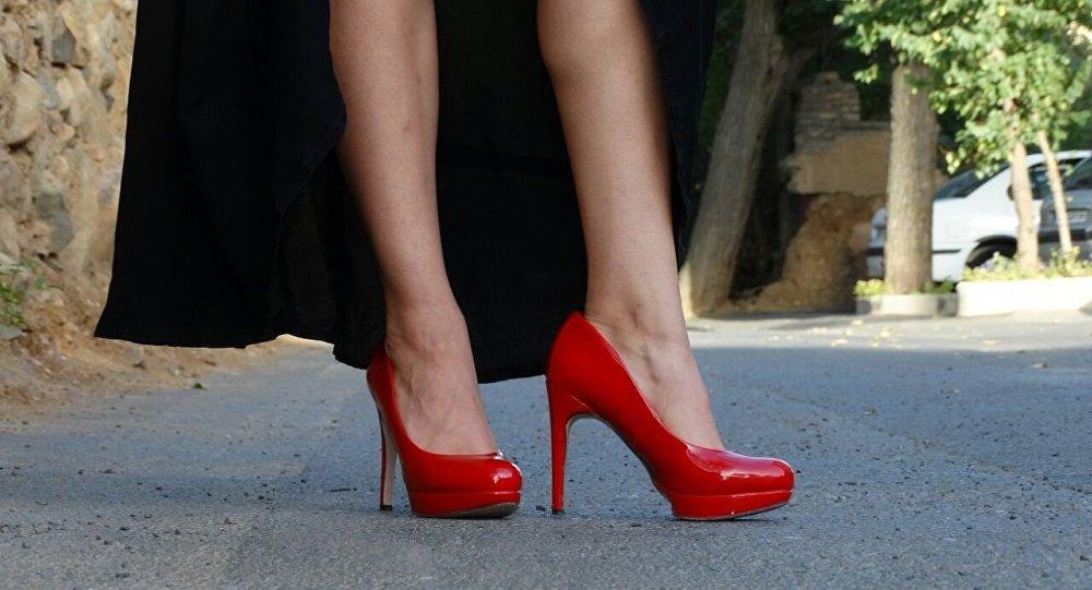 Des chaussures à talon aiguille. Image d'illustration