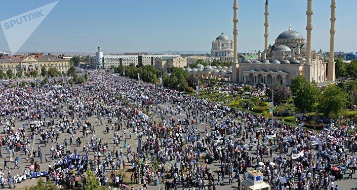 Un rassemblement de masse à Grozny contre le massacre des musulmans en Birmanie