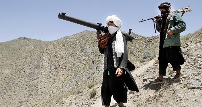 Un grand camp de la police attaqué par les talibans