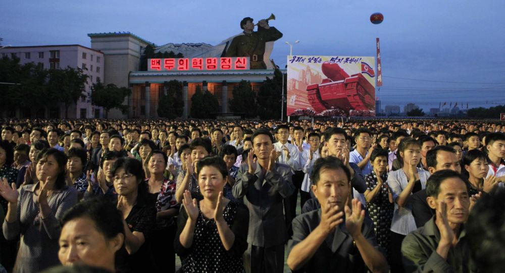 Les habitants de Pyongyang réunis pour les festivités à l'occasion d'un test réussi d'une bombe H