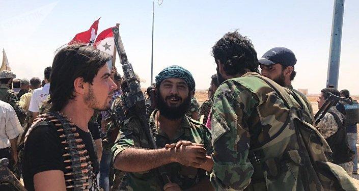 Scènes de liesse: des soldats syriens sortent enfin du siège de Deir ez-Zor