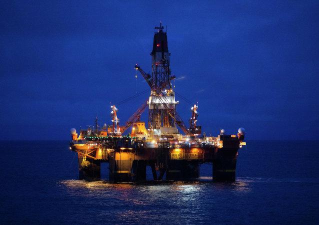 Une plate-forme pétrolière russe en Arctique
