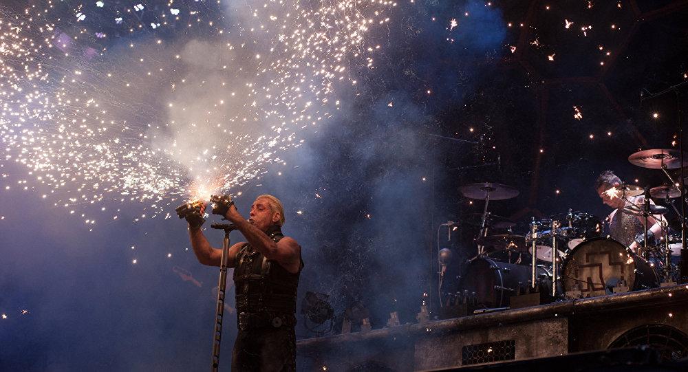 Le leader de Rammstein aurait cassé la mâchoire d'un «fan»
