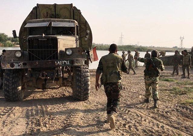 Les forces armées syriennes franchissent l'Euphrate