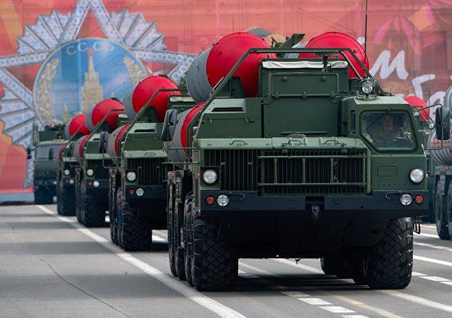 Le système de défense antiaérienne et antimissile S-400