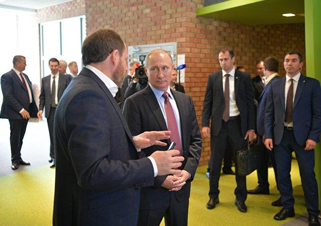 Vladimir Poutine au siège de l'entreprise russe du Web Yandex