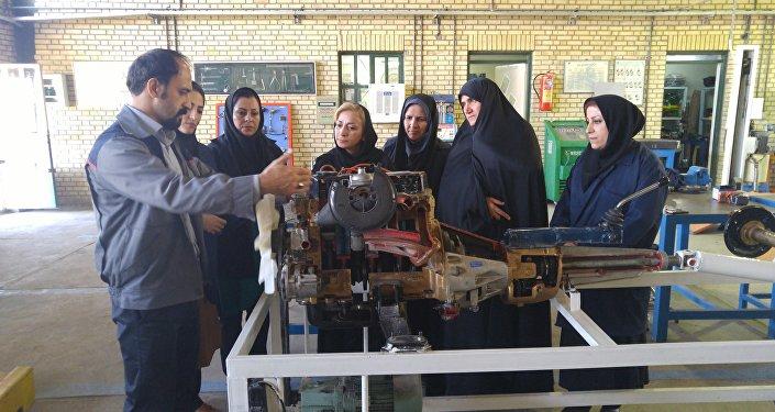 Cours pour femmes-mécaniciennes en Iran