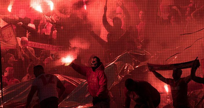 Rixe d'ampleur entre fans de foot à Cologne: plus de 70 interpellations, 4 blessés
