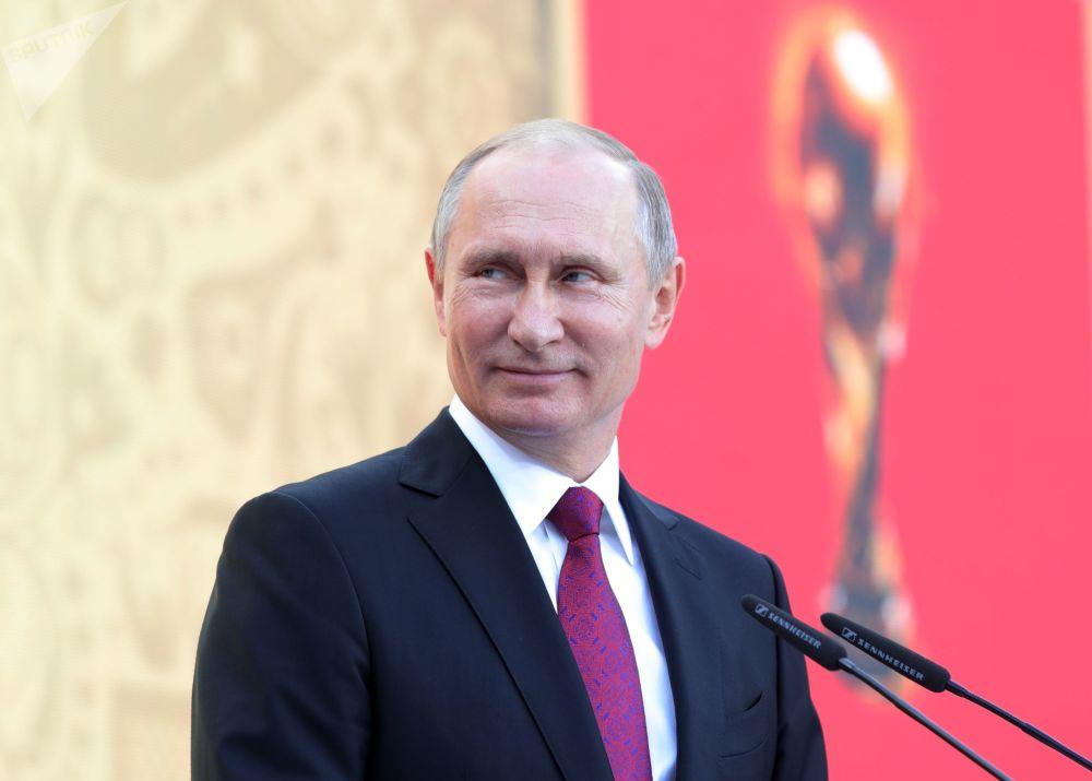 Vladimir Poutine fête ses 65 ans