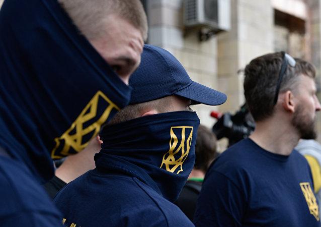 Rixes, fumigènes et cris: climat de guerre civile devant la Rada d'Ukraine / image d'illustration