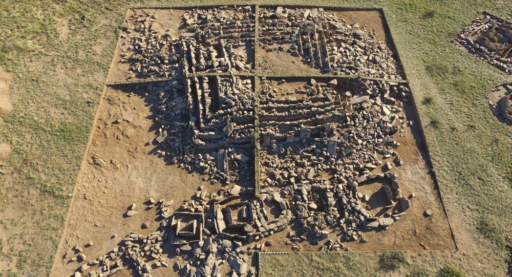 Une pyramide «égyptienne» de 3.000 ans reconstituée au Kazakhstan