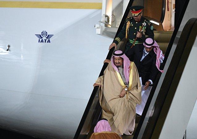 L'arrivé du roi saoudien Salmane bel Abdelaziz Al Saoud à Moscou