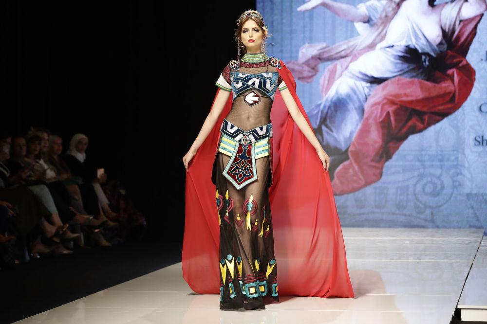 Des créations surprenantes au défilé de la couturière syrienne Manal Ajaj à Beyrouth