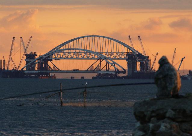 La construction du pont de Crimée