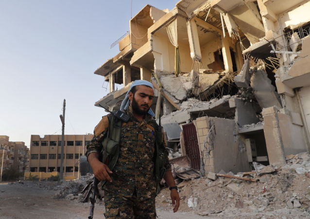 Un combattant des Forces démocratiques syriennes (FDS) à Raqqa