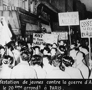 Une manifestation contre la guerre en Algérie