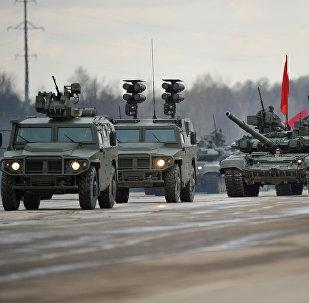 des véhicules blindés de type Tigre