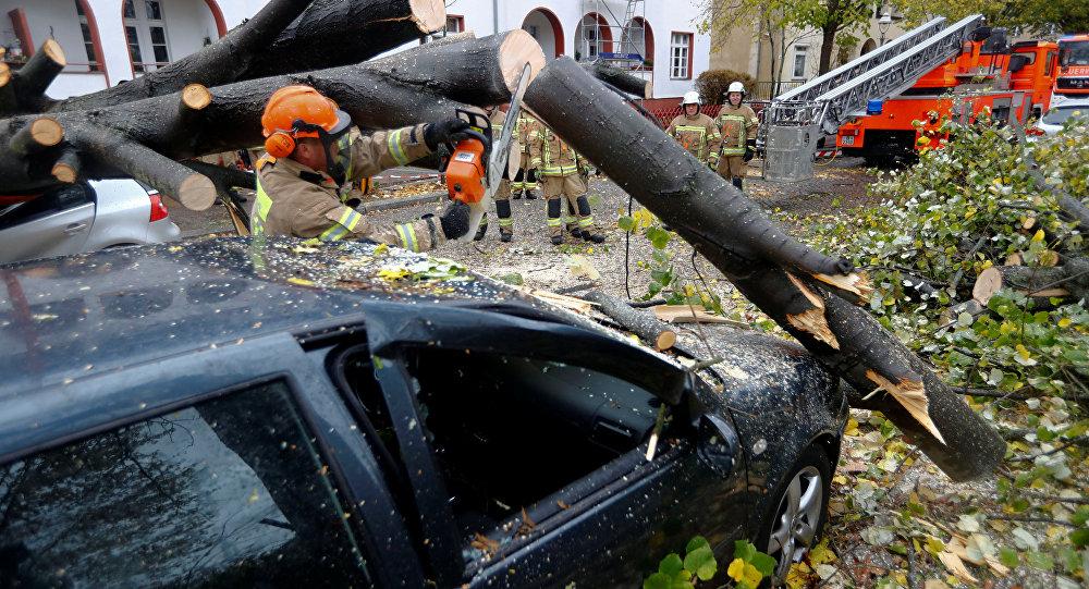 VIDÉO - Tempête en Europe centrale : cinq morts, des dégâts matériels conséquents