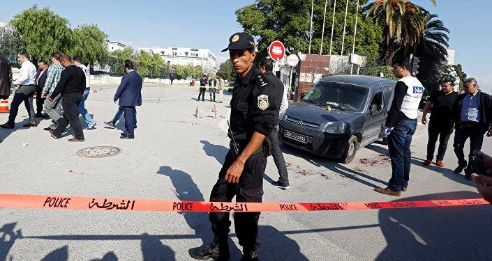 Tunisie: un homme attaque des policiers au couteau dans le centre-ville de la capitale