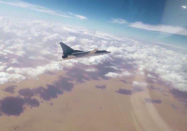 Un bombardier supersonique Tu-22M3