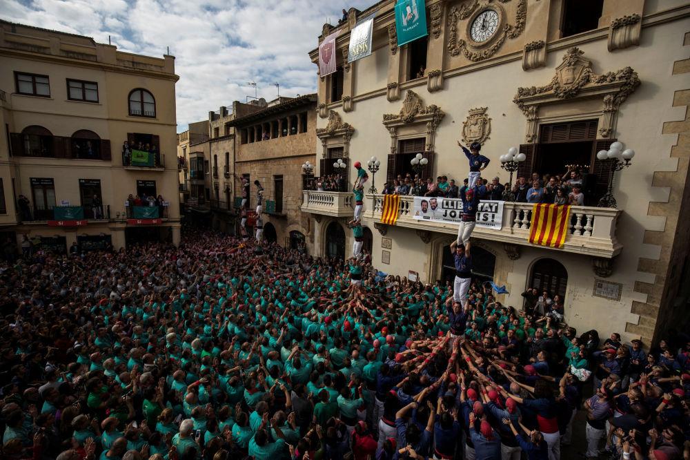 Le Festival des castells: les Catalans bâtissent des châteaux humains