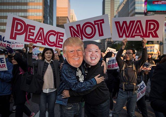 Des milliers de Sud-Coréens manifestent contre Trump et pour la paix à Séoul